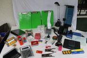 Büromaterial Telefon Lampe Schneidebrett Heftzange