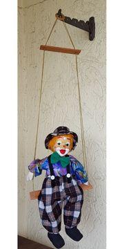 für Puppenliebhaber hängender Clown