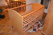 Praktisches Baby- und Kinderbett von