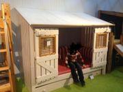 Kinderbett mit Hütte
