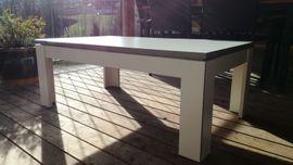 Weißer Couch-Tisch