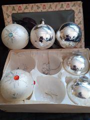 Schon etwas alte Weihnachtskugeln