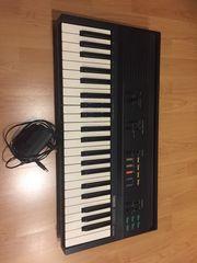 Yamaha Keyboard 2000