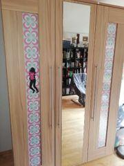 Kleiderschrank plus Bücherregal