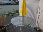 Balkon Tisch mit neuen Sonnenschirm