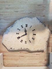 Ausgefallene Wanduhr auf echter Steinplatte