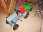 Eicher Traktor mit Anhänger von