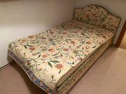 Bett mit aufklappbaren Bettkasten Lattenrost