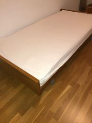 Bett komplett mit Matratze
