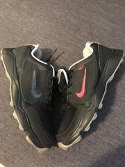 Kinder Golfschuhe der Marke Nike