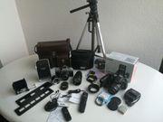 Komplette Fotokameraausrüstung mit viel Zubehör
