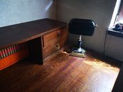 Schöner alter Schreibtisch-massiv Holz