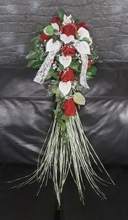 Neuer edler Brautstrauß mit roten