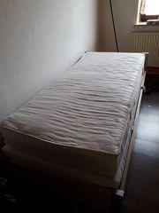 Bett schmal mit Lattenrost und