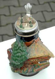 Bierkrug mit Zinndeckel historisches Schwarzwaldhaus