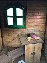 Szelzenspielhaus von Axi mit Rutsche