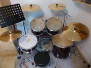Schlagzeug mit Paiste-Beckensatz