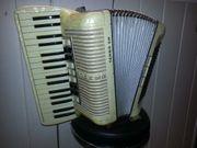 Akkordeon der Marke Hohner Tango