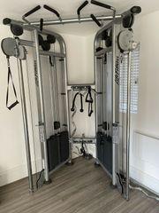 Life Fitness Maschine mit zwei