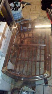 Holztisch mit Glsplatte
