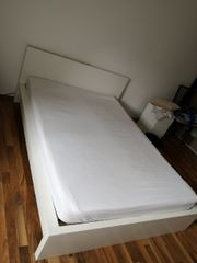 Bett inklusive Matratze und Lattenrost
