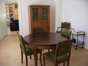Tisch mit 5 Stühlen