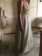 Festliches goldfarbenes ungetragenes Kleid Größe