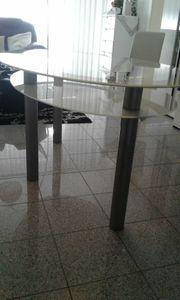 Ovaler Glastisch