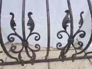 Kunstschmiedearbeit Fenstergitter mit dekorativen Verzierungen