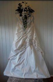 Edles Brautkleid von AGNES mit