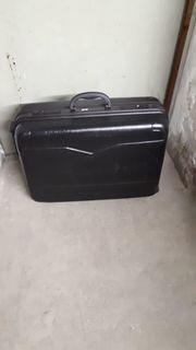 Koffer schwarz mit Rollen
