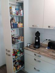 Neuwertige Küche mit Elektrogeräten