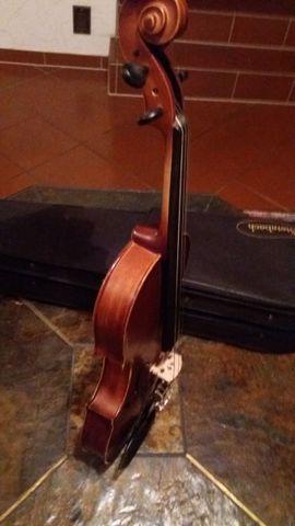 Streich- und Zupfinstrumente - schöne halbe Geige mit Kasten