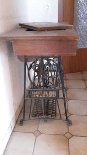 nostalgische Tret-Nähmaschine von Oma Haid
