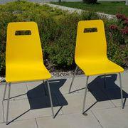 Stühle mit gelblackierter Holzschale und