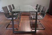 ausgefallener Besprechungstisch mit 6 Freischwinger-Stühlen