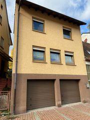 Großzügige Doppelhaushälfte mit zwei Garagen