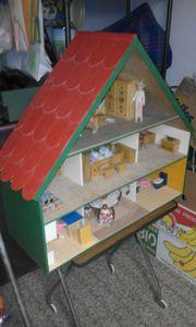 Holzpuppenhaus 70 er Jahre
