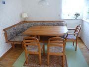 Eckbank mit Tisch drei Stühle