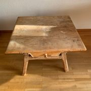 Tisch Jogltisch antik mit Schublade