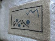 Neuwertiger moderner Teppich