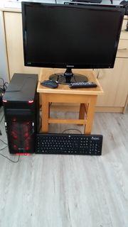 PC mit Monitor Tastatur und