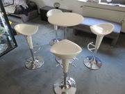 4 hohe Stühle mit Tisch