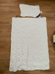 Bettdecke und Kissen