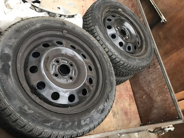 Reifen Pirelli 185-60 R15 auf