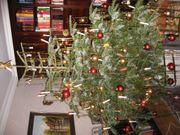 Weihnachtsbaumschmuck und Krippe zu verkaufen