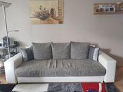 weiß-graue Couch