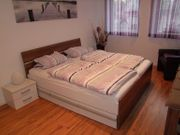 Schlafzimmerbett Nachttisch Bank Schubkästen