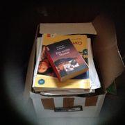 Ein Karton Bücher abzugeben