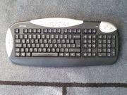 Multimedia Funktastatur mit Funkmaus